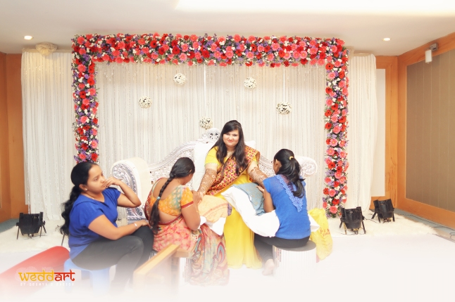 Mehendi Ceremony At Home : The wedding bells mehendi love life plus size