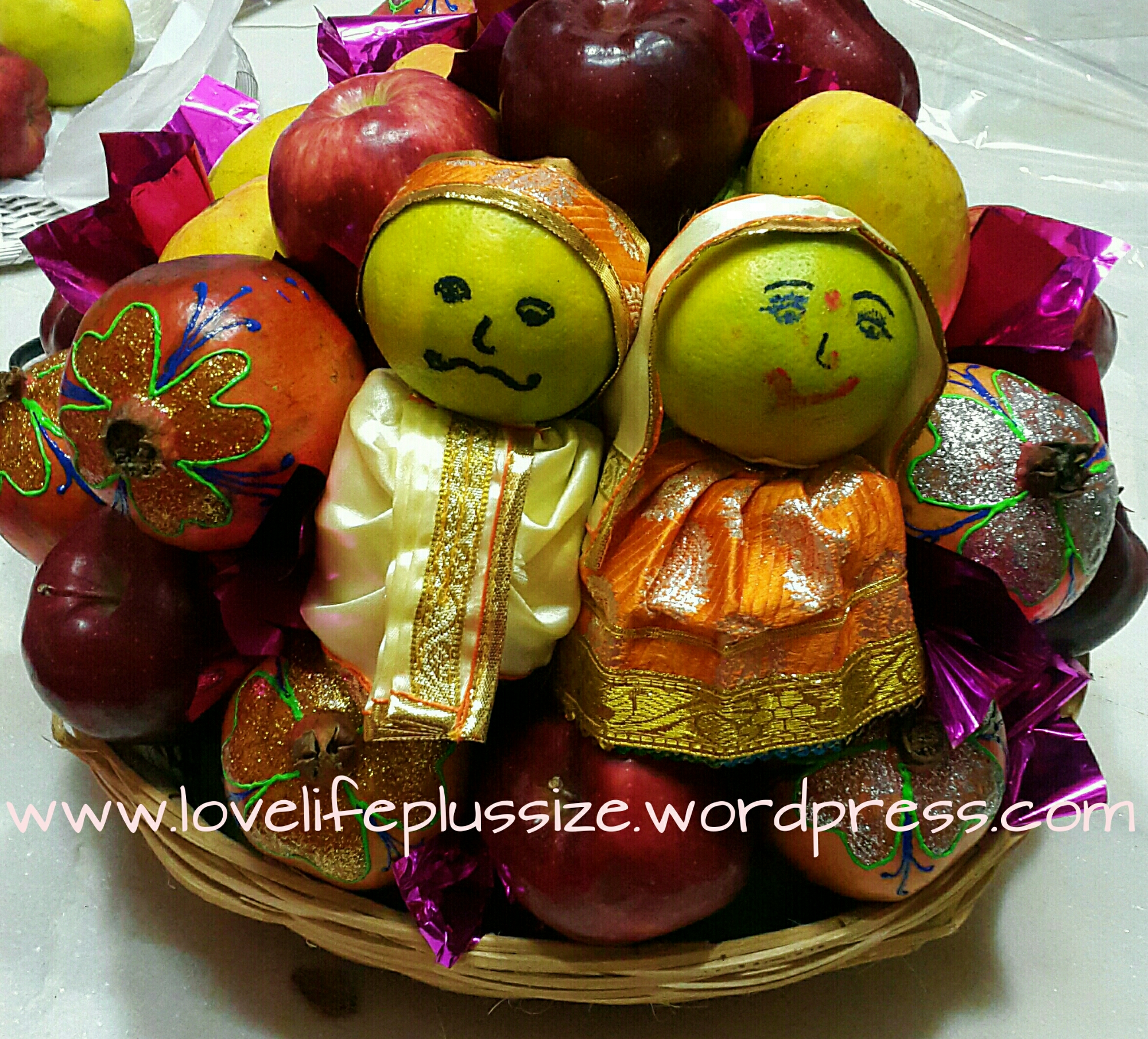 decorated fruit – love life plus size - final look of the fruit basket with decorated pomegranate and dolls